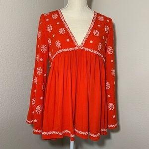 Fate embroidered bell sleeve v neck size small